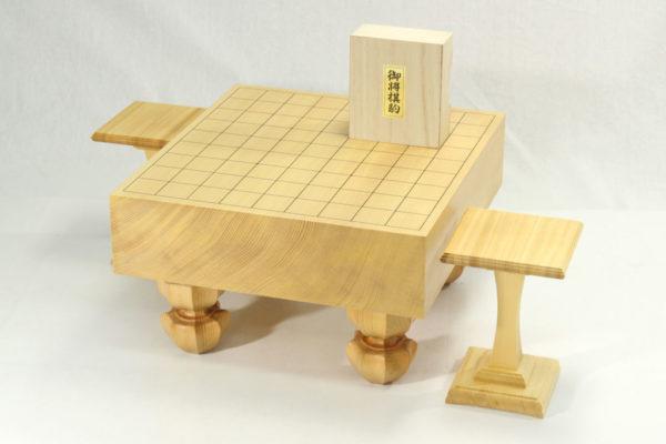 新榧将棋盤30号足付セット(楓特上彫+駒台)
