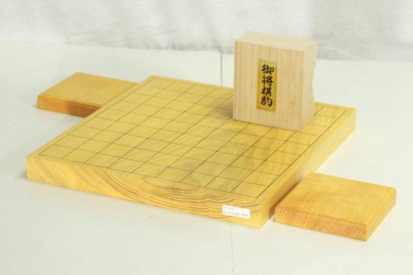 本榧将棋盤1寸板目卓上 一枚物セット(白椿上彫+駒台)