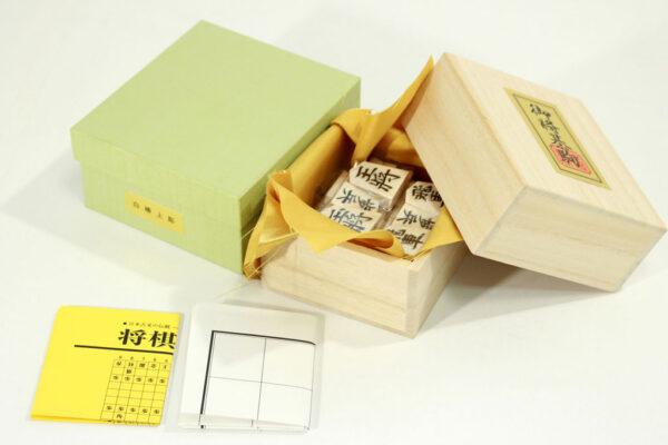日本産本榧卓上将棋盤 1.5寸セット(樺上彫)